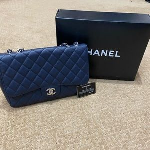 Chanel navy classic bag